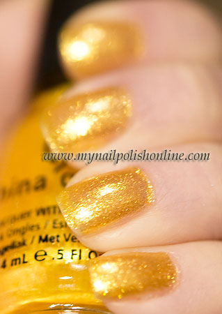China Glaze – Lighthouse – picture in the sun