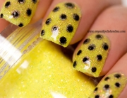 Double dotticure on yellow loose glitter