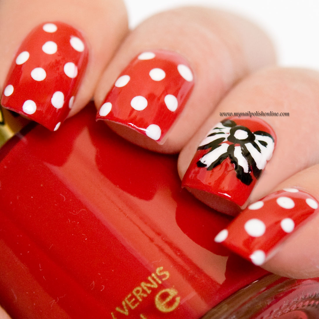 Nail Art - Dotticure with a bow