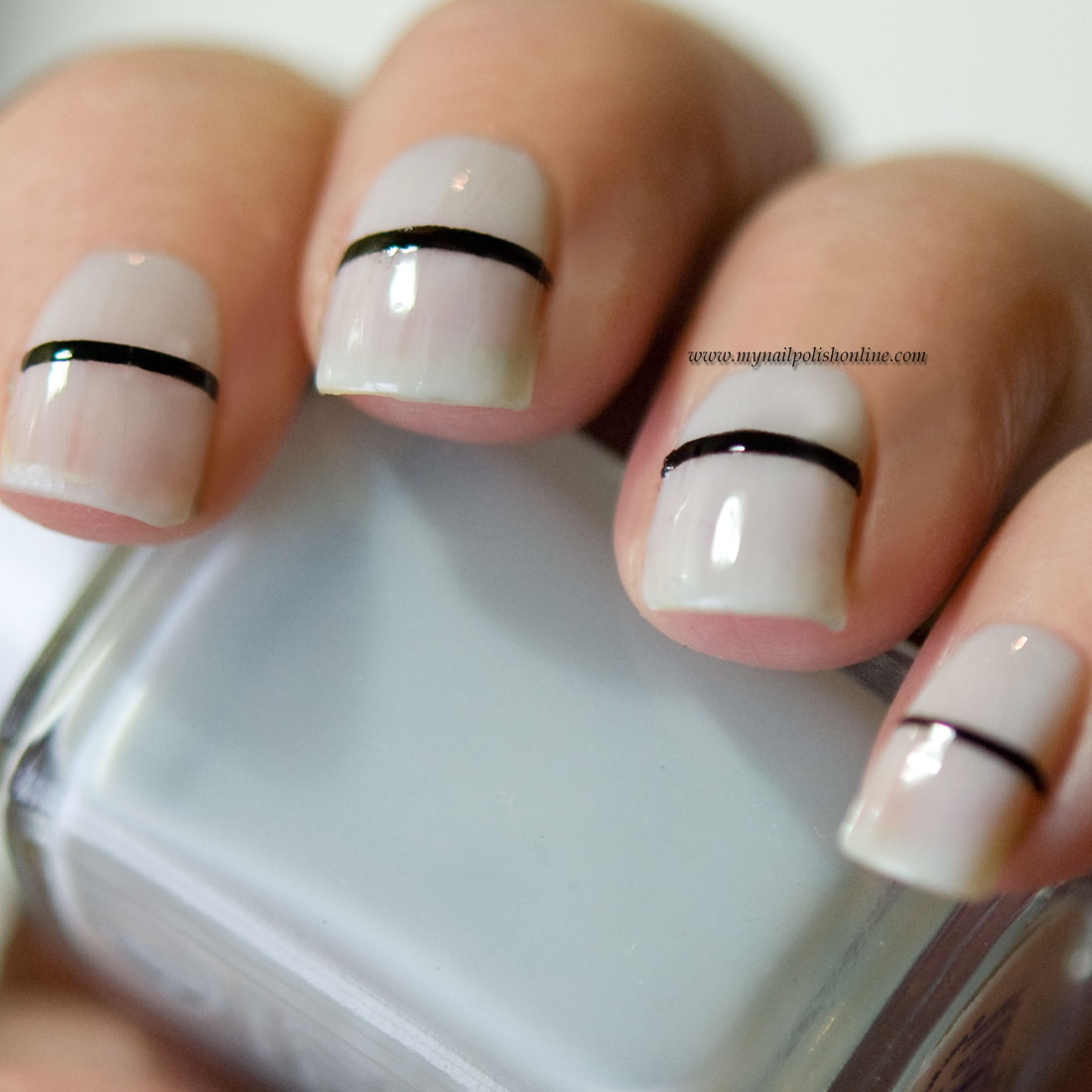 Minimalistic nails, lines